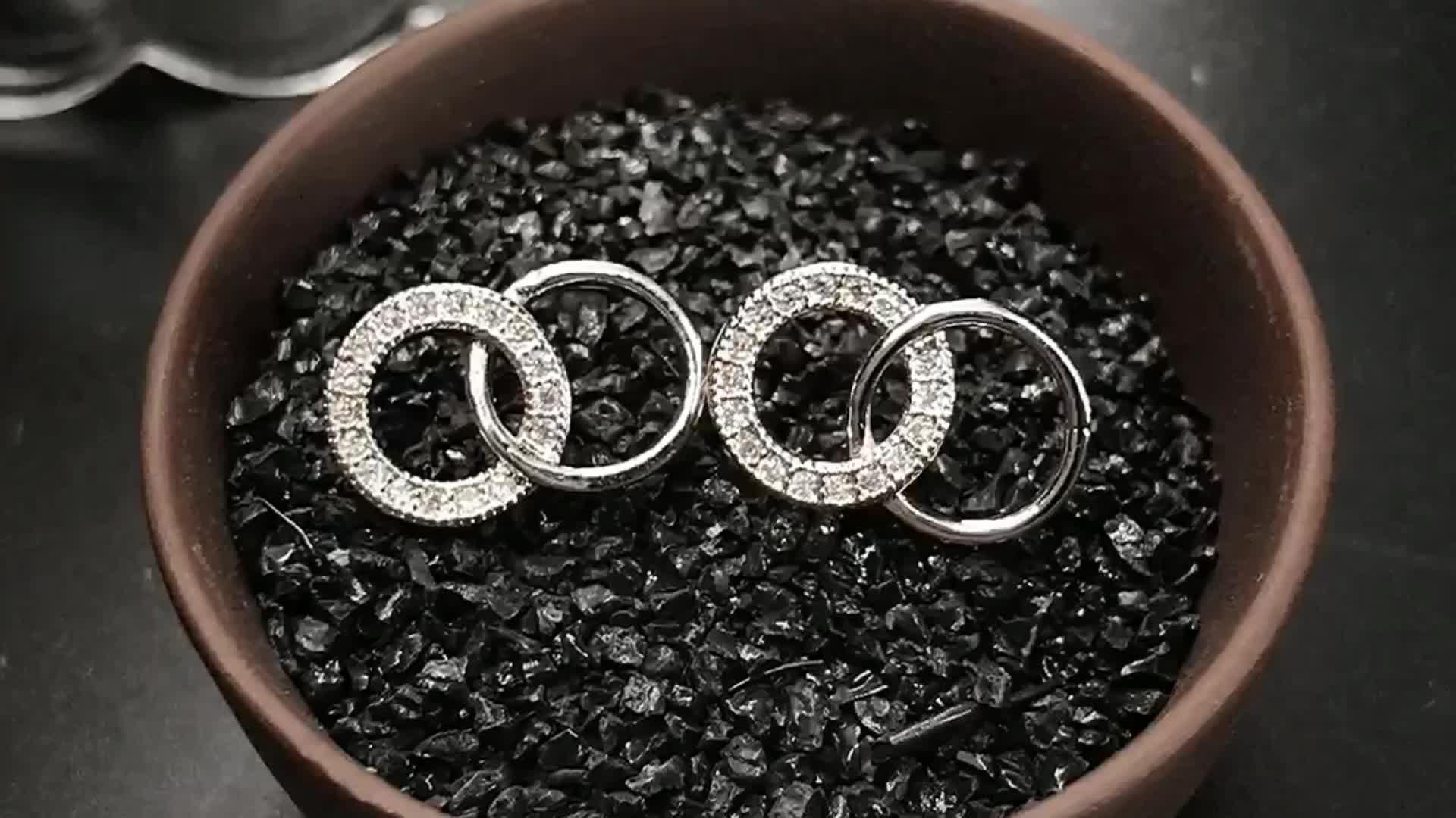 Huggie colorato semplice sottile rotonda circle a forma di lega di rame del cerchio di disegno della corea 925 sterling silver orecchini eleganti della vite prigioniera dei monili
