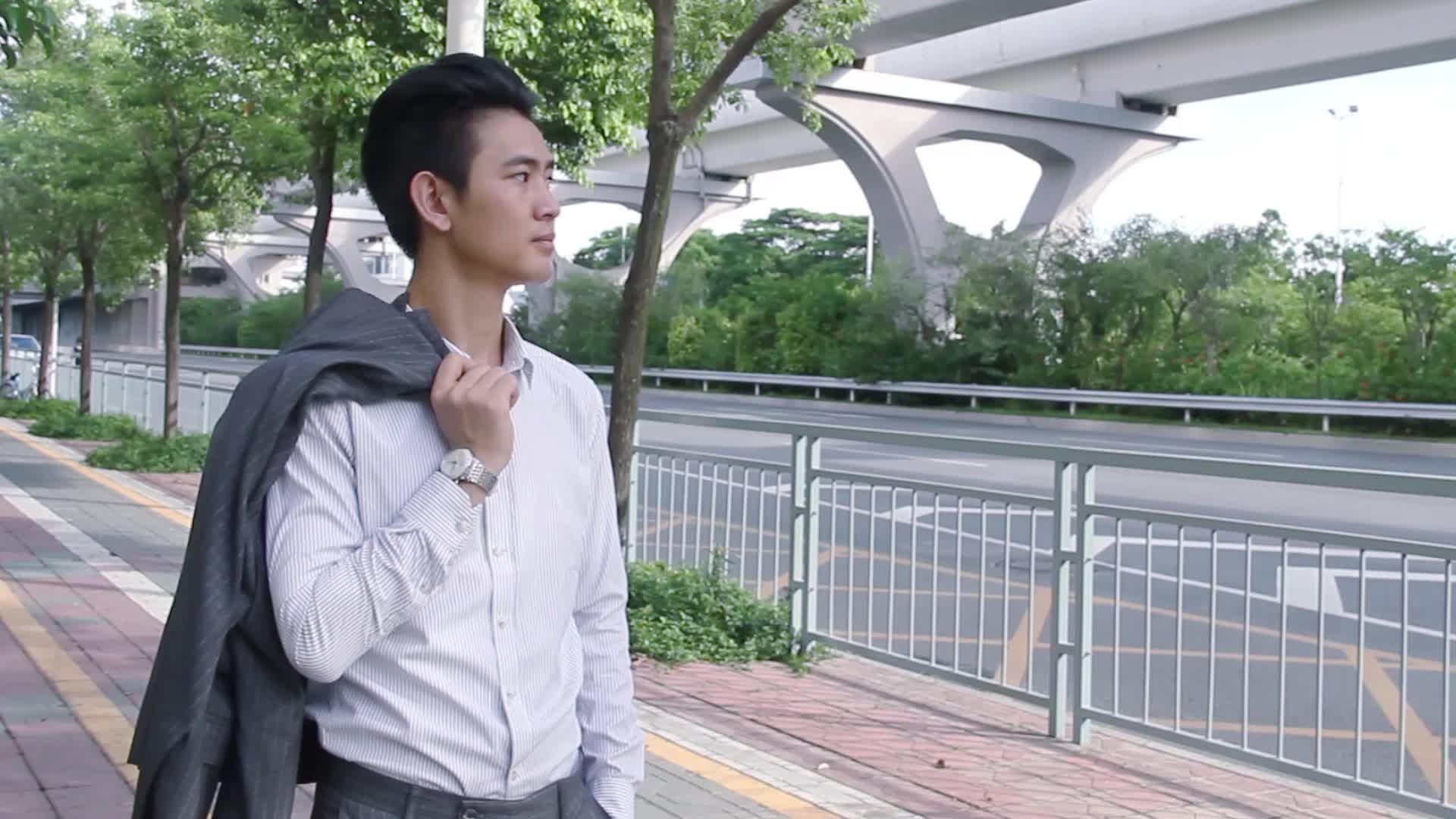 飞克FM022A男表地铁站附近休闲片