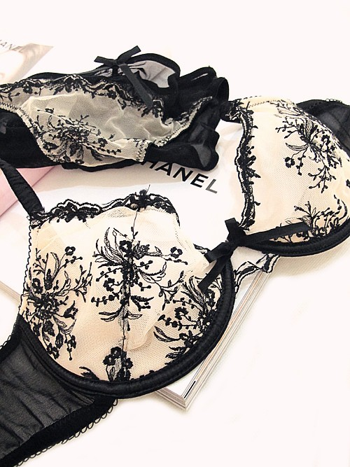 european and american luxury and elegance sexy slim embroidered flowers underwear bra underwear suite two sets out.