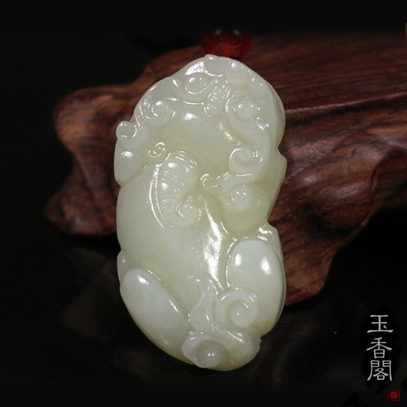Сувенир из белого нефрита