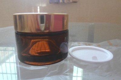 现货供应热销上万配金色或黑色电化铝盖 50克茶色玻璃膏霜面霜瓶