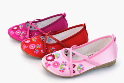 Old Beijing cloth shoes children embroidered shoes girls shoes dance shoes casual breathable shoes garden of classical shoes