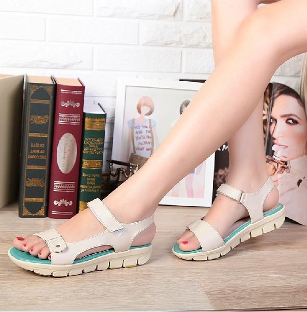 Босоножки 2013 лето новый женщин сандал кожа комфорт плоские Женская обувь женская обувь в конце пакета почты