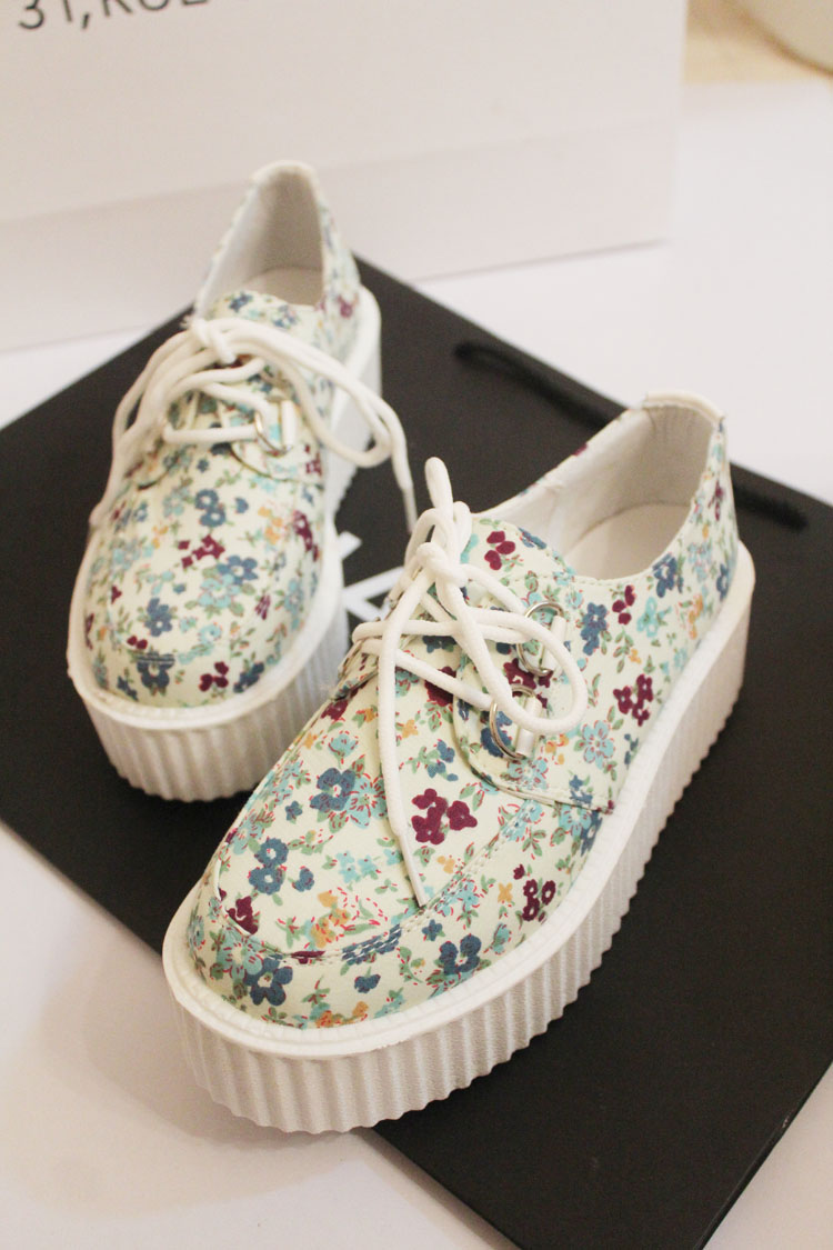 European and American round shallow mouth bulk floral lace platform shoes platform shoes waterproof College Wind retro canvas shoes