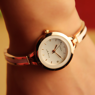 Hot female form bracelet watch Korean fashion retro Korean female models tide diamond quartz watch students watch
