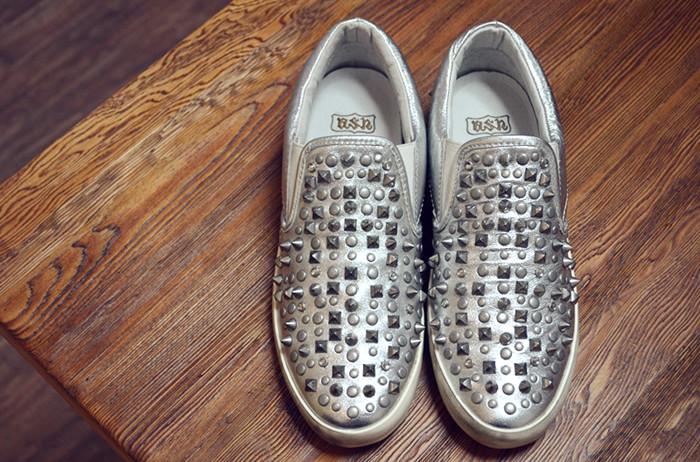 туфли Ду старой заклепки старый и не грязная обувь, не старой обуви!