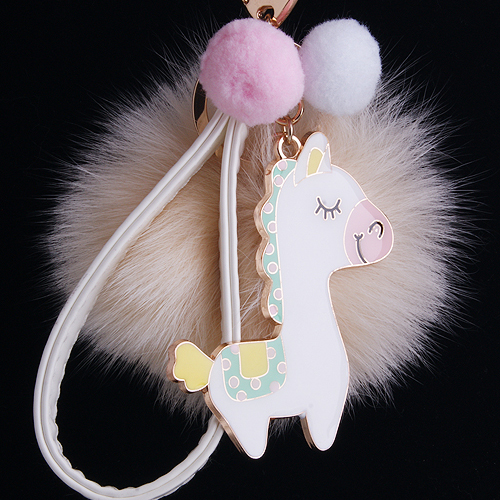 Цвет: Белый конь совсем белый мех мяч