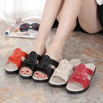 夏季新款妈妈拖鞋真皮软底中老年平跟凉拖中年女凉拖鞋平底老人鞋