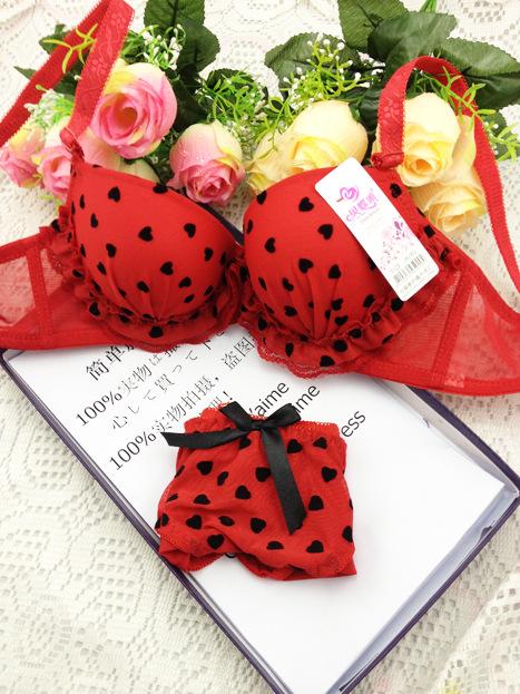 Цвет: Красный костюм
