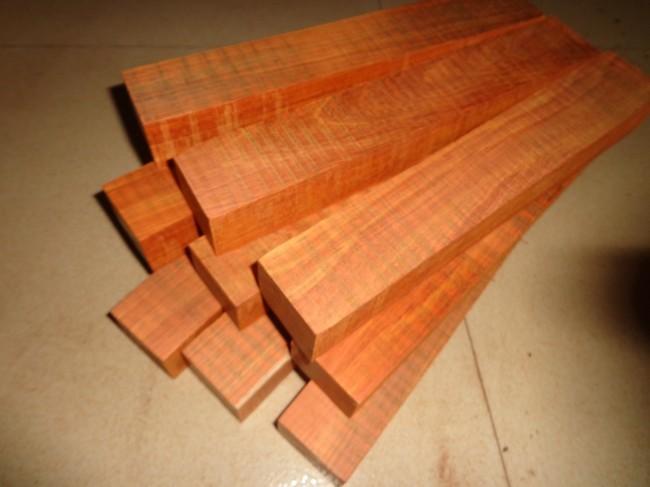 Сувениры из дерева Winnie mahogany  25*4*3cm
