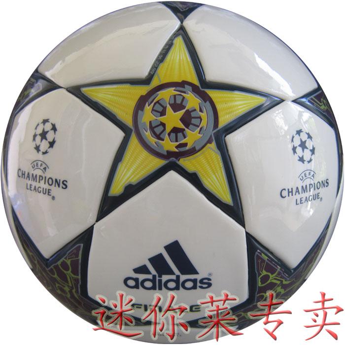 Цвет: 2013 Лига Чемпионов с мячом