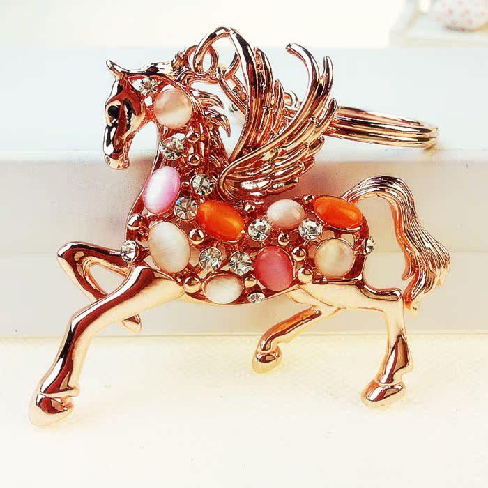 Цвет: Лошадь цвета опал
