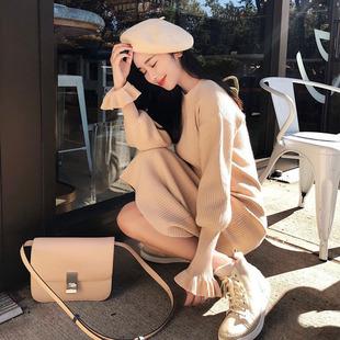 秋冬季过膝针织连衣裙女法国小众很仙的毛衣裙复古配大衣的长裙子