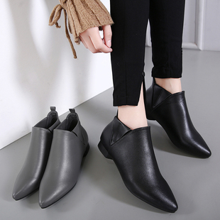 秋冬季时尚英伦女士尖头单鞋低跟小皮鞋女式大码加绒平底套脚短靴