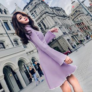 针织打底连衣裙女2019秋冬时尚高领喇叭袖显瘦紫色短裙