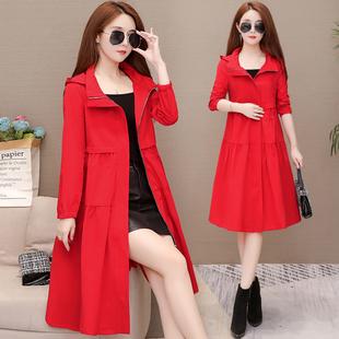 红色风衣女春秋2021流行韩版中长款宽松休闲过膝薄款连帽外套