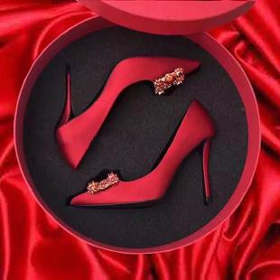 结婚鞋女2018水钻方扣尖头高跟鞋细跟婚纱鞋rv红色新娘鞋平底