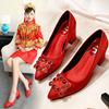 茉嘉娜新娘鞋婚鞋粗跟女2018冬季水钻尖头方扣婚纱红色高跟鞋