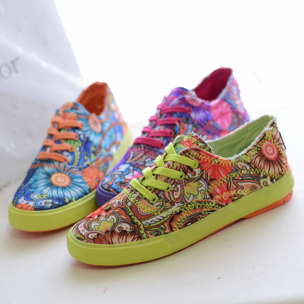 2014 spring new Korean version of the influx of women's shoes to help low canvas shoes floral print flat shoes student shoes