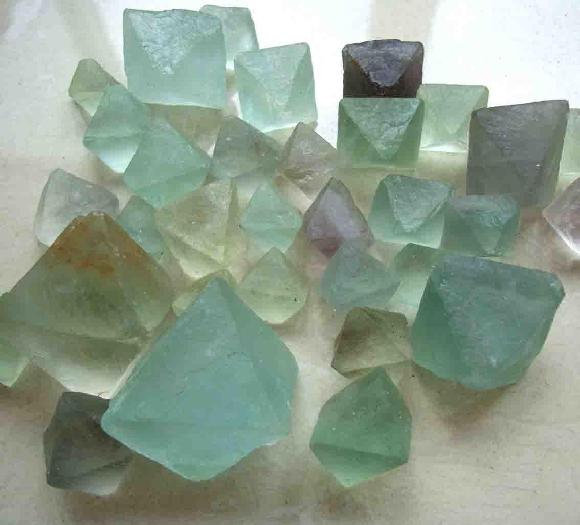 绿色萤石*单颗粒20毫米天然萤石原始标本碎石*每份100