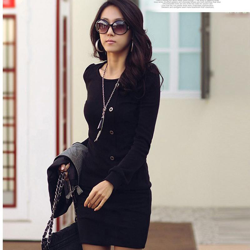 С чем носить черное платье с рукавами