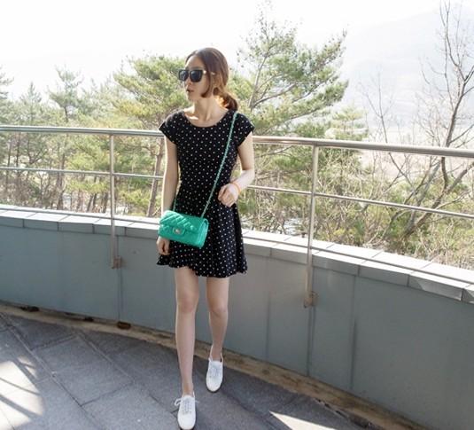 Женское платье Реальный * особенно * Кореи holic оригинальный взрывы пятиконечные звезды короткие спинки платье высокой талией юбка 2013 года