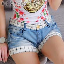 粉红大布娃娃旗舰店2014夏装新款女天蓝色磨白拼格纹牛仔热裤短裤图片