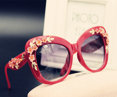 Korean version of the luxury British baroque retro style carved hollow metal frame sunglasses sunglasses female flowers