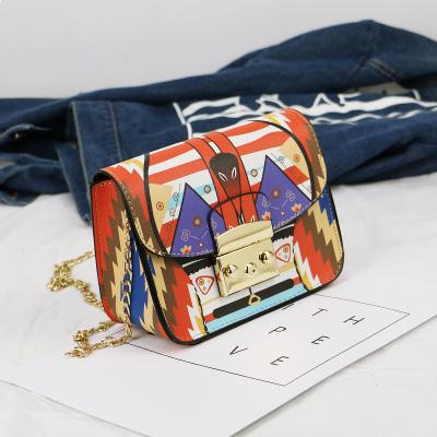 包包2017新款潮韩版斜跨包印花涂鸦小方包锁扣链条包单肩迷你小包