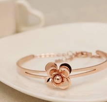 Small sweet Camellia bracelet 18 k rose gold plating