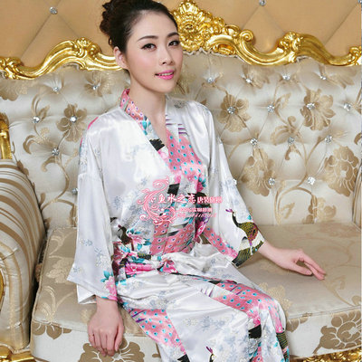 Men and women dress silk bathrobe pajamas Armstrong improved retro fashion peacock gown lace nightgown tracksuit