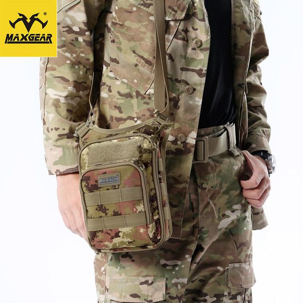 MacGyver Maple Leaf Men Shoulder Messenger bag tactical military fans outdoor leisure commuter tote new