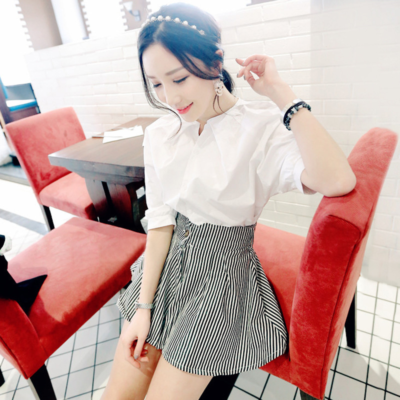 女士短袖衬衫+竖条纹短裤的赚宝视频验货图片