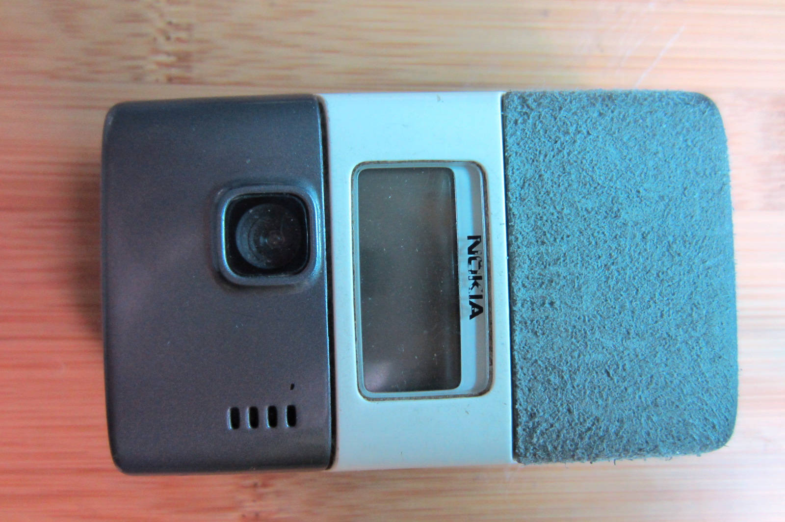 used nokia / nokia 7200 classic clamshell dual-screen, and hyun old