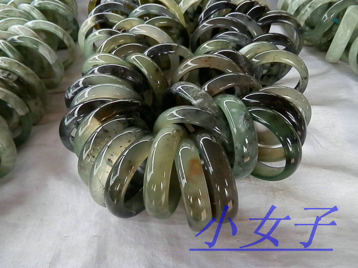 Сувениры и украшения из нефрита г.Сюянь